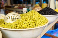 Oliv på marknad i Marocko Arkivbilder