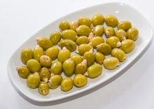 Oliv som är välfyllda med mandlar Arkivfoto