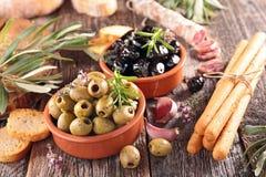 Oliva, salame e stickbread fotografia stock libera da diritti