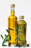 Olive e bottiglia con l'olio di oliva Fotografia Stock