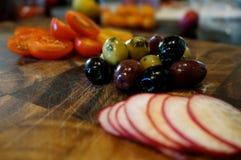 Olive e ravanello Fotografie Stock Libere da Diritti