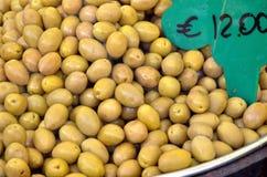 Olive nel canestro Fotografia Stock