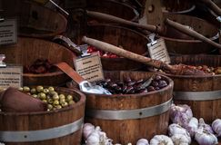 Olive nel mercato fotografia stock