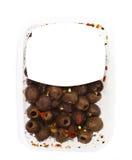 Olive nella superficie della scatola di plastica Immagine Stock