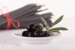 Olive nere con la filiale Immagine Stock