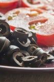 Olive nere tagliate immagine stock