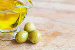 Olive oil jug with olives close-up Royalty Free Stock Images