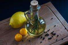 Olive Oil och citron arkivbilder