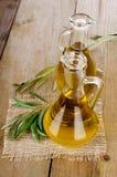 Olive Oil på ett trä Royaltyfria Bilder
