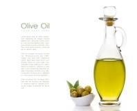 Olive Oil på flaskan med Olive Seeds på sidan Royaltyfri Bild