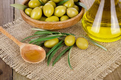Olive Oil sur un en bois Photographie stock libre de droits