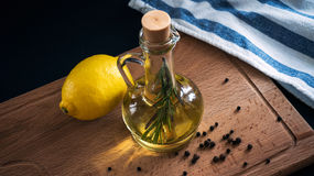 Olive Oil und Zitrone Stockfotografie