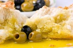 Olive, olio di oliva e pane. Immagini Stock Libere da Diritti