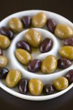 Olive in piatto a spirale Fotografie Stock