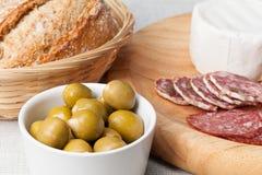 Olive, salame e formaggio Fotografia Stock