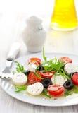 olive salladtomater för svart mozzarella Royaltyfri Foto