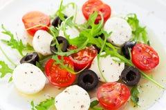 olive salladtomater för svart mozzarella Royaltyfria Bilder