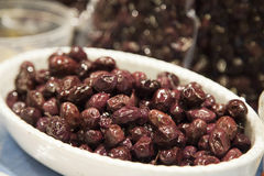 Olive sul piatto Immagini Stock Libere da Diritti