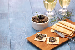 Olive tapenade with crackers Royalty Free Stock Image