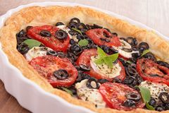 Olive and tomato tart Royalty Free Stock Images