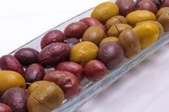 Olive in un piatto di vetro Fotografie Stock Libere da Diritti
