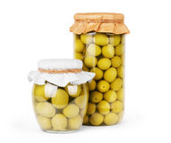 Olive verdi conservate in banca, imbottigli Fotografia Stock