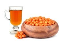 Olivello spinoso fresco con tè Immagine Stock