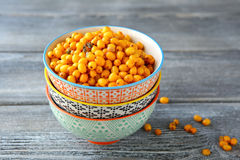 Olivello spinoso fresco in una ciotola Fotografia Stock