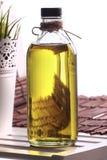 Olivenöl in der Flasche Stockfoto