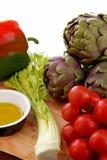 Olivenöl des Mittelmeergemüse Whit lizenzfreies stockbild