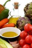 Olivenöl des Mittelmeergemüse Whit stockfotografie