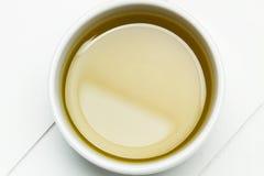 Olivenöl in einer Schüssel stockbild