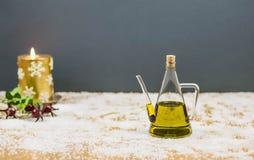 Olivenöl in einer Weihnachtsatmosphäre Stockfoto