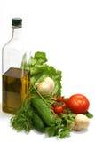 Olivenöl mit Gemüse Stockfotos