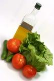 Olivenöl mit grünem Kopfsalat Lizenzfreie Stockfotos