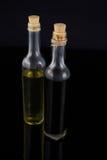 Olivenöl und Balsamico-Essig in der Flasche Stockbilder