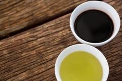 Olivenöl und Balsamico-Essig in der Schüssel Lizenzfreie Stockfotografie