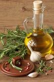 Olivenöl und Gewürze. Lizenzfreie Stockfotos
