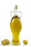 Olivenöl und Oliven stockbild
