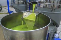 Olivenölproduktion Stockfoto