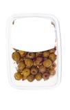 Oliven in der Plastikkastenoberfläche Stockfoto