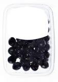 Oliven in der Plastikkastenoberfläche Stockfotografie