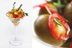 Oliven im Martini-Glas Stockbilder