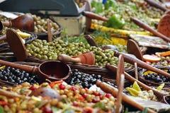 Oliven am Markt Stockfoto