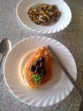 Oliven Torte und Pilze lizenzfreie stockfotos