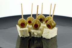 Oliven und Käse lizenzfreie stockfotos
