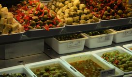 Oliven-und Käse-Stall Lizenzfreie Stockfotografie