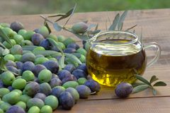 Oliven und Olivenöl Stockfotografie