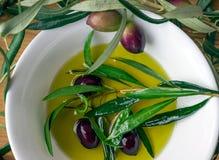 Oliven und Olivenöl Stockfotos