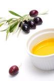 Olivenzweig und reines Olivenöl Lizenzfreie Stockfotos